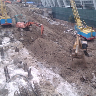 Dismantling of the retaining wall of the Old Respublikansky stadium
