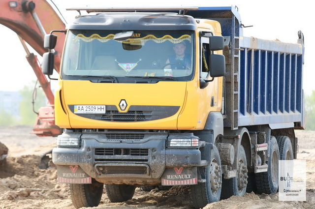 AVTOGRAN Company machinery rental: 3 four-axis dump trucks Renault Kerax 440.42