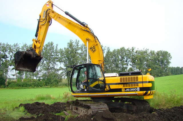AVTOGRAN Company machinery rental: Excavator с bucketом JCB JS 360 LC
