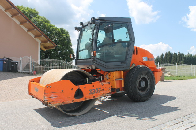 AVTOGRAN Company machinery rental: Compactor with vibratory smooth roller drum HAMM 3307